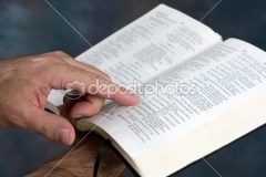 dep_1414004-Reading-Bible